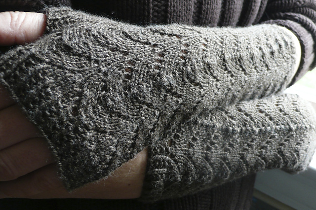 Fishtail Mitts